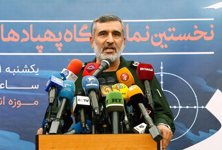 Amirali Hajizadeh tijdens de persconferentie op de Iraanse televisie vandaag. Beeld EPA