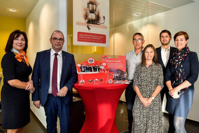 De kantoormedewerkers van Belfius in Ninove zetten zich in voor Rode Neuzen Dag.