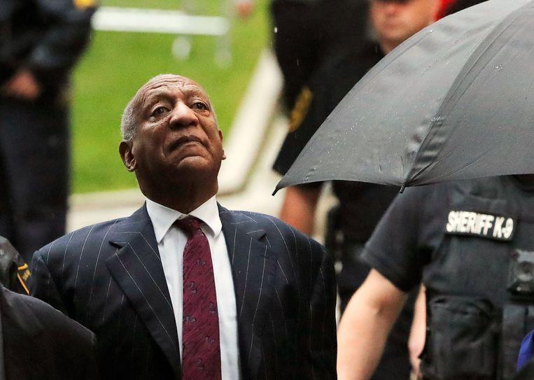 Bill Cosby komt dinsdag aan bij de rechtszaal in Pennsylvania.  Beeld Reuters