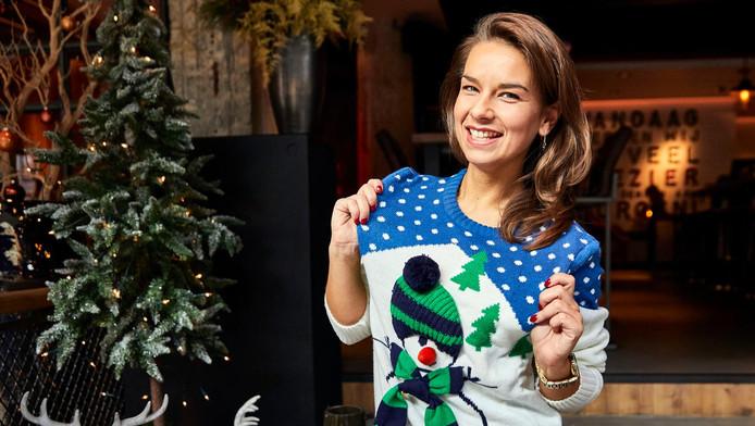 Foute Kersttrui Zelf Maken.Horeca Doet Recordpoging Meeste Mensen In Een Foute Kersttrui