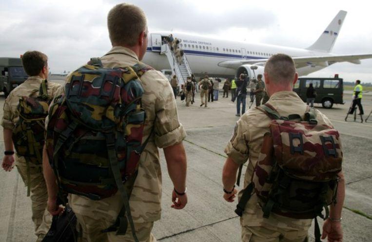 Archiefbeeld uit 2008 van het vertrek van het eerste Belgische detachement naar Kandahar. Beeld Photonews
