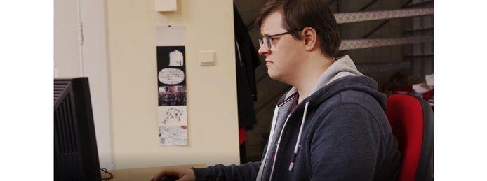 Frederik Wauterickx met het syndroom van Down gaat als allround medewerker aan de slag bij Creatief Schrijven op de Waalsekaai. Een primeur in België.