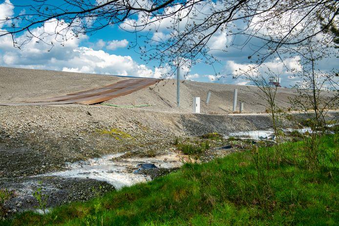 Afgelopen april lag de oude vuilstort in Eerbeek er zo bij.