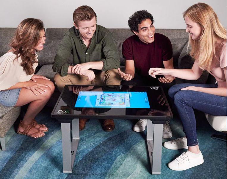 Spelletjestafel met aanraakscherm. Beeld Arcade1Up