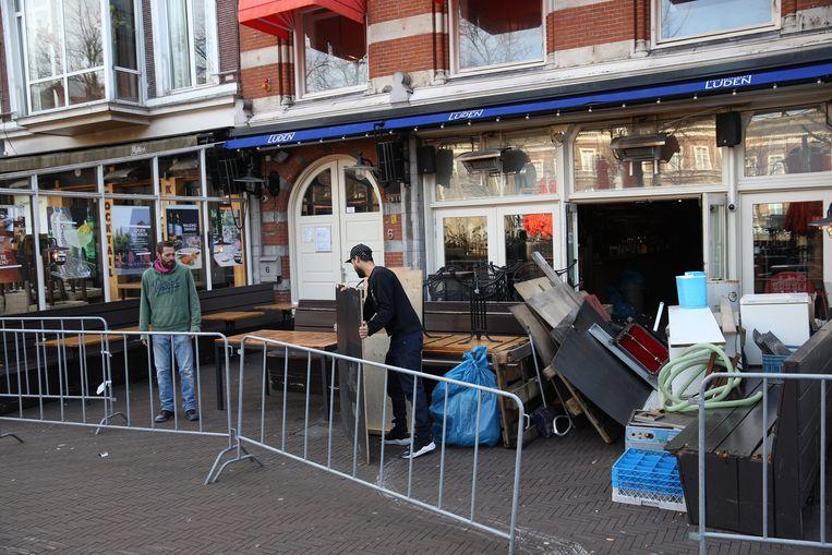 Bij het Haagse café-restaurant Luden creëren ze een plek voor afhaalmaaltijden. Beeld Arie Kievit
