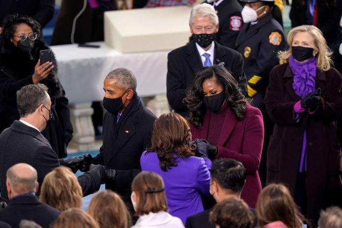 Kamala Harris (de dos), Michelle Obama et Hillary Clinton (à droite) ont toutes les trois arboré des nuances de violet. Une couleur qui n'a pas été laissée au hasard.