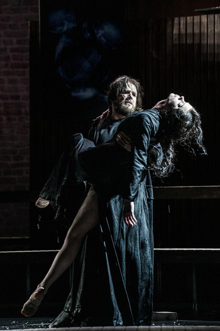 Opera melancholica: Santiago Burgi (Roderick) en Ellen Landa (Madeline). Beeld Marco Borggreve