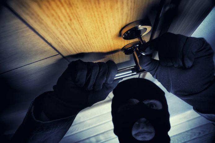 Bewoners van een appartement op de Markt in Deinze hebben afgelopen vrijdag het bezoek gehad van inbrekers.