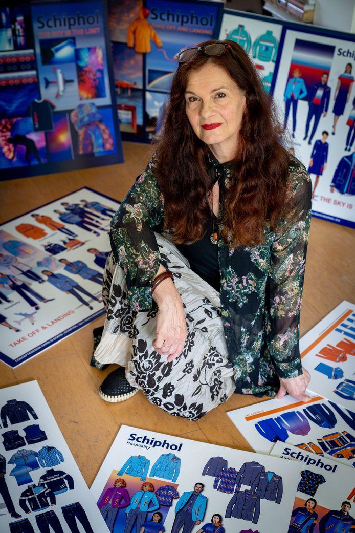 Karin Slegers uit Sint-Michielsgestel te midden van haar schetsen met Schipholkleding.