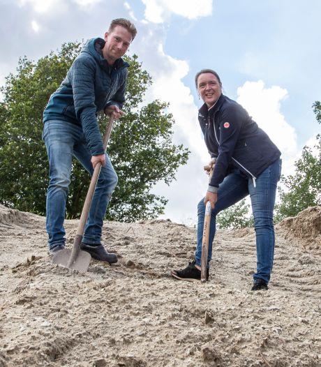 Bijzondere veiling in Luttenberg: 150 kuub oude vloer uit binnenbak manege onder de hamer
