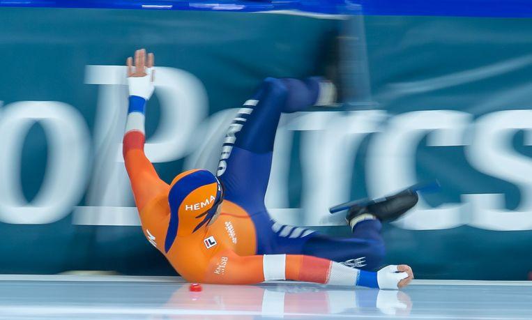Kai Verbij glijdt de kussens in, op het EK sprint in Thialf.  Beeld BSR Agency