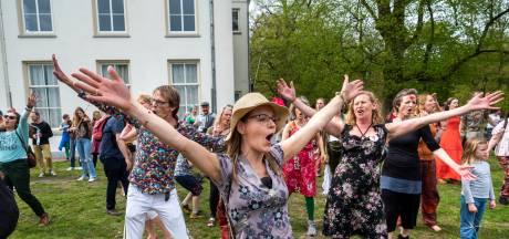 LIVE | EU prikt voor het eerst sneller dan VS en VK, muzikale anti-corona flashmob in Arnhem