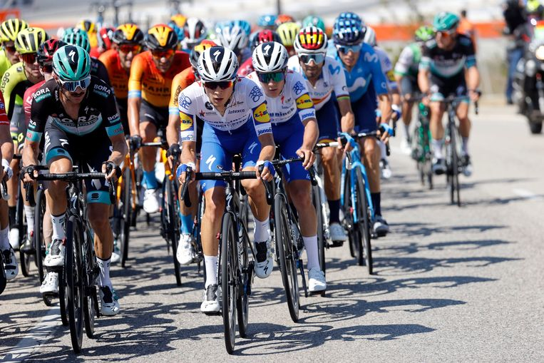 João Almeida houdt Remco Evenepoel uit de wind in de eerste etappe van de Ronde van Burgos naar Mirador del Castillo. Beeld Photo News