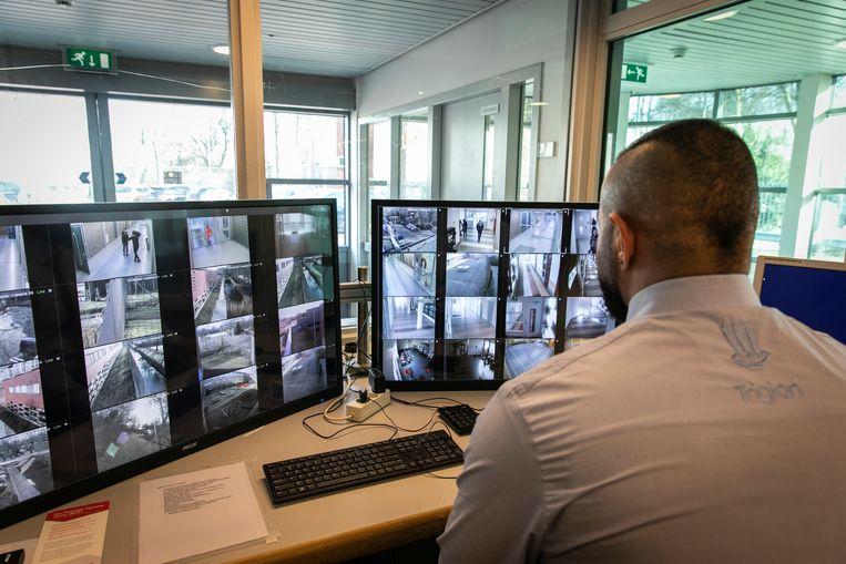 Cameratoezicht in de EBTL aan de Transformatorweg.  Beeld Dingena Mol