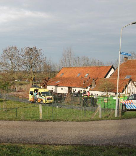 Man zwaargewond naar het ziekenhuis na val van dak in Appeltern