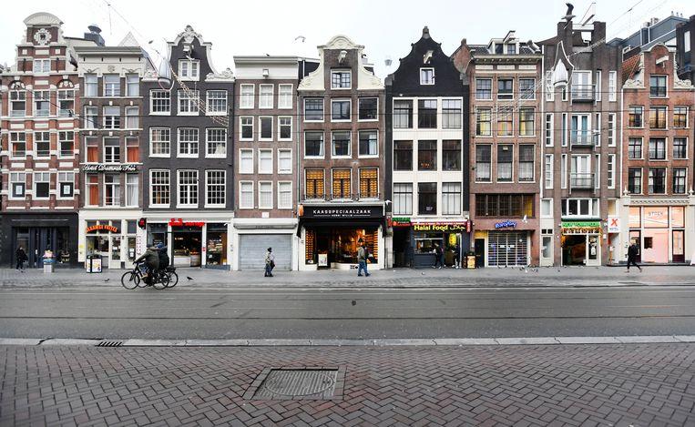 Lege straten in Amsterdam tijdens de eerste dag van de strenge lockdown. Beeld Reuters