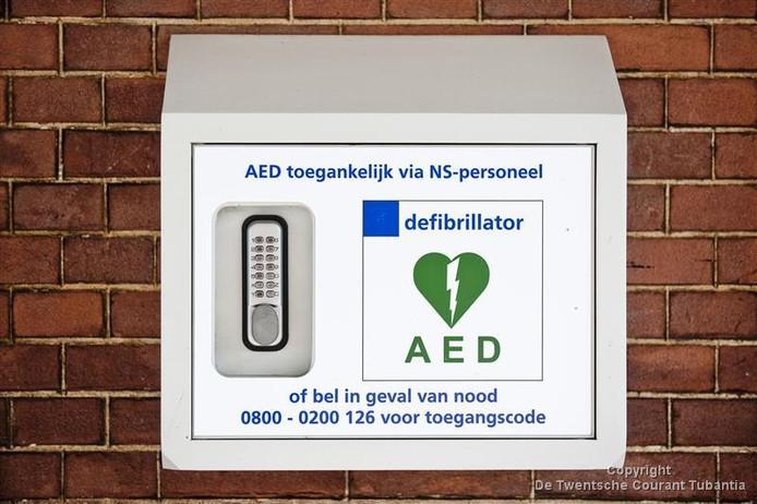 De defibrillator op het station in Almelo