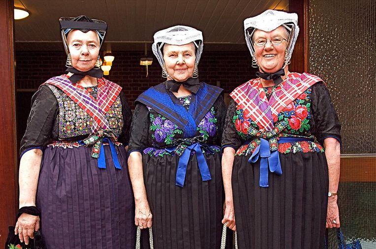 400 vrouwen dragen in Staphorst nog dagelijks klederdracht Beeld Giovanni