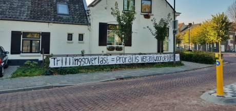 Wie heeft de borden van Oisterwijk Trilt langs het spoor weggehaald? 'ProRail niet'