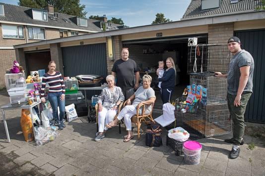 Een Nijmeegse familie is een dierenvoedselbank begonnen. De voorraad, gekregen van dierenwinkels en voerproducenten, ligt in de garage.