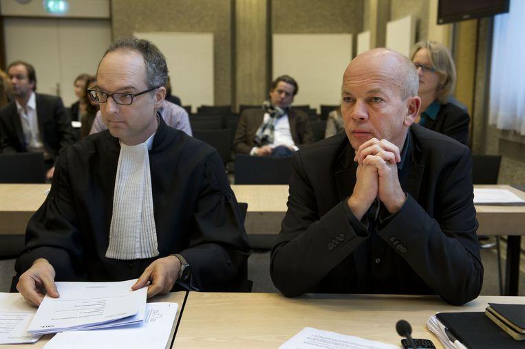 Pieter Klein met zijn advocaat tijdens een kort geding in 2012 tegen de ministeries van Algemene Zaken en van Economische Zaken, waarbij RTL Nieuws eiste dat het kabinet de koopkrachtcijfers openbaar zou maken Beeld anp