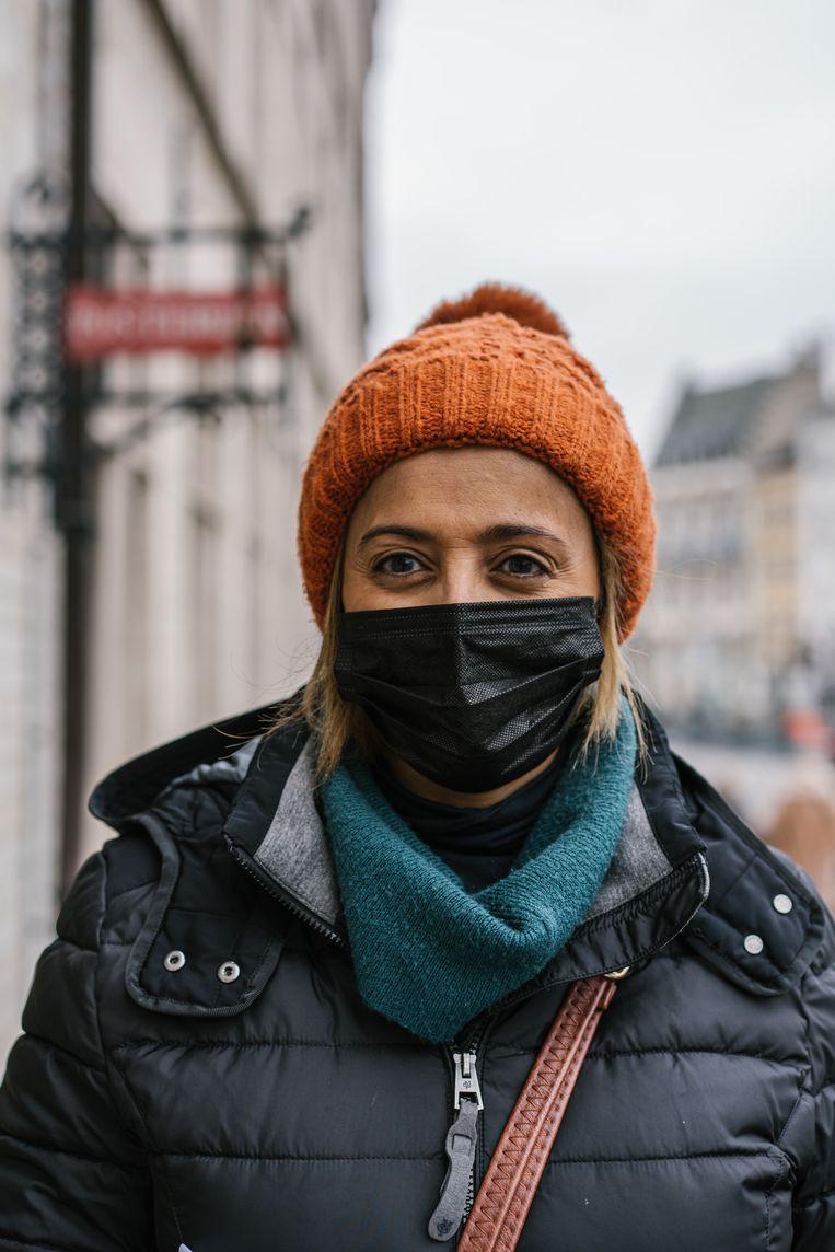 Asia Lamouri : 'In Marokko beseft men wel dat hier nu ook weinig werk is. Ze snappen dus dat er minder komt. Maar alle beetjes helpen.' Beeld Wouter Van Vooren