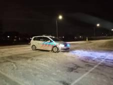 Zeewolderdijk afgesloten wegens sneeuw, harde wind  en gevaar, verkeer moet tien kilometer omrijden