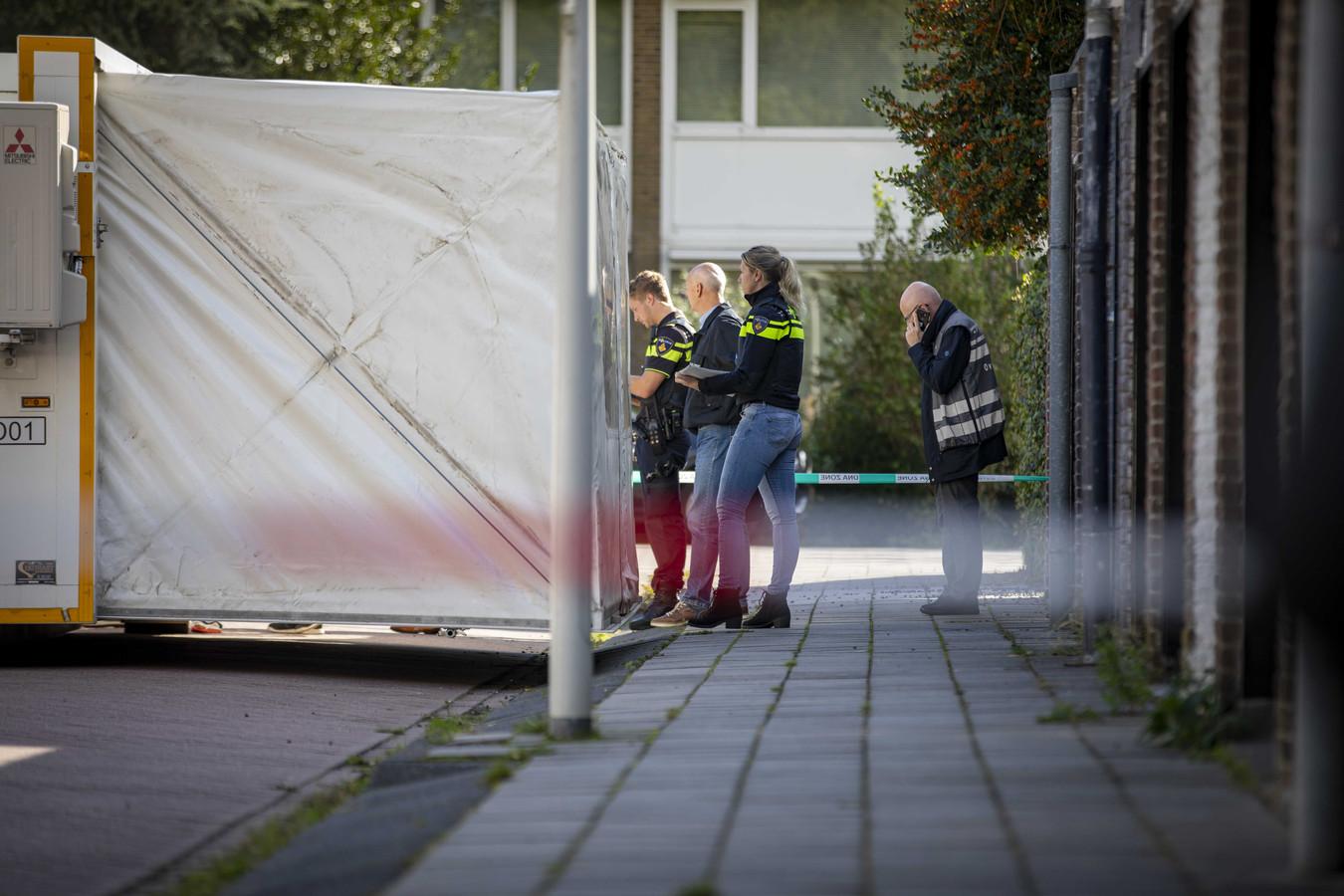 Bij een schietpartij aan de Imstenrade in Buitenveldert is advocaat Derk Wiersum doodgeschoten. Wiersum stond kroongetuige Nabil B. bij in het liquidatieproces Marengo rond het criminele kopstuk Ridouan Taghi. De schutter is te voet gevlucht.