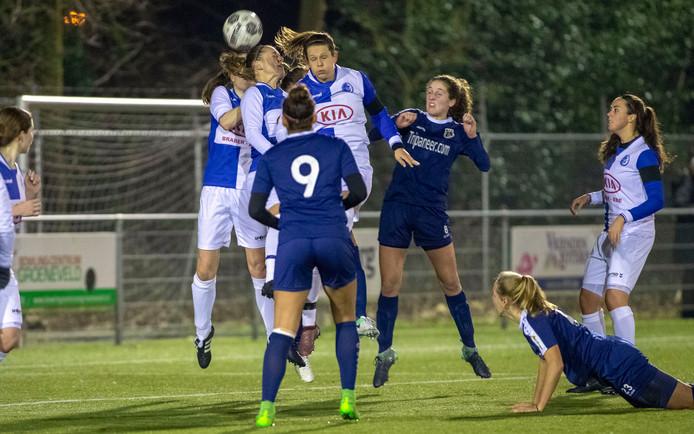 De vrouwen van DTS wonnen voor de beker van Victoria Boys en spelen zaterdag tegen Eldenia.
