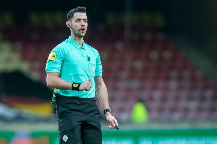 Scheidsrechter Marc Nagteleider leidt vrijdag het duel tussen Jong Ajax en De Graafschap.
