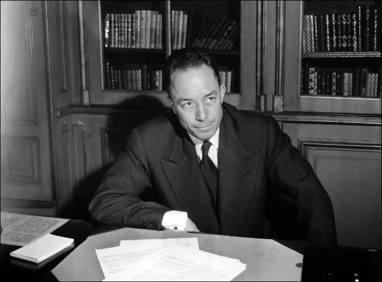 De Franse schrijver Albert Camus in 1957, toen hij de Nobelprijs voor literatuur won.