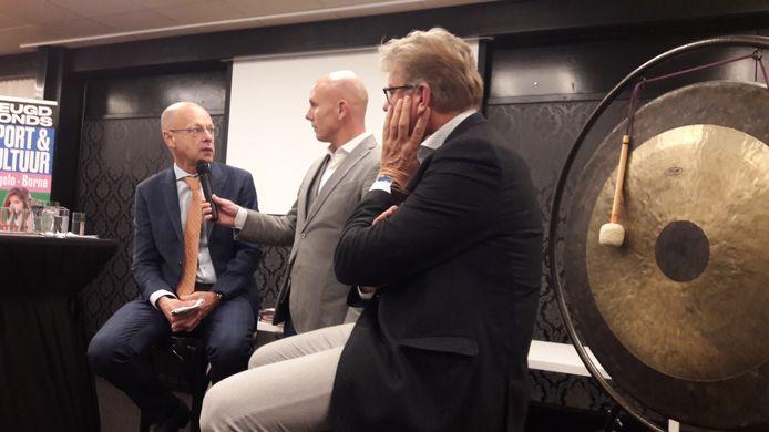 Jan van Halst interviewt de wethouders Bas van Wakeren (links) en Michel Kotteman.