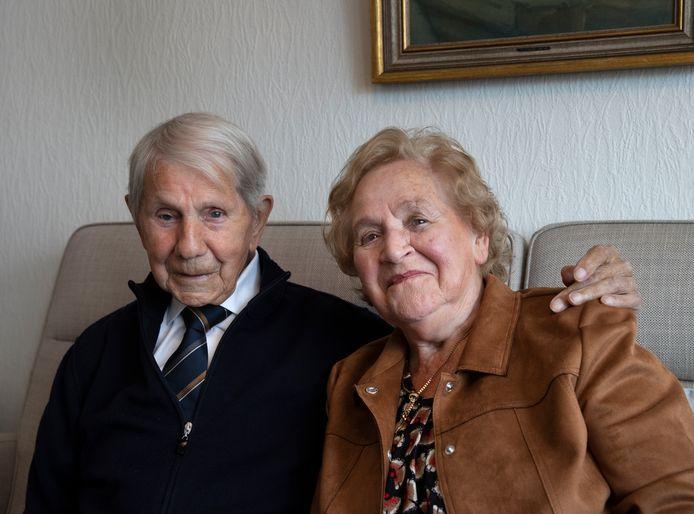 Platina paar Harrie en Mia Kuunders zijn 70 jaar getrouwd.