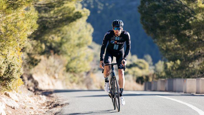 Joris Nieuwenhuis uit Zelhem, wielrenner van Team DSM, op trainingskamp.