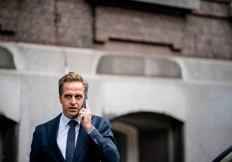 Minister Hugo de Jonge van Volksgezondheid, Welzijn en Sport (CDA) komt aan op het Binnenhof voor de ministerraad.  Beeld ANP
