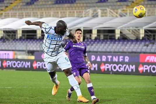 Romelu Lukaku kopt de winnende 2-1 binnen.
