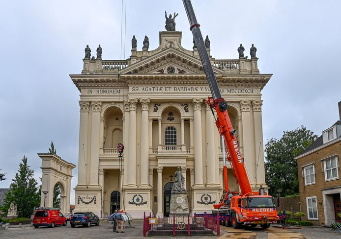 Bij de Basiliek worden de lagers van de klokken vernieuwd.