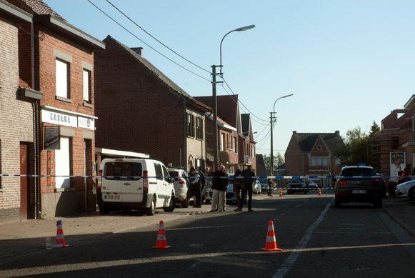 Tijdens het onderzoek naar de dood van Ernest werd de Wanzelesteenweg afgezet. Speurders onderzochten de plaats van de moord.