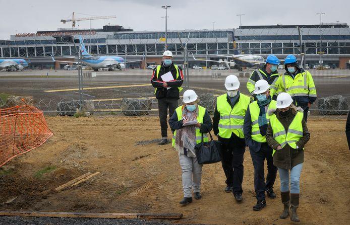 Jean-Luc Crucke sur le chantier de l'aéroport de Charleroi (BSCA, 6 mai 2021)