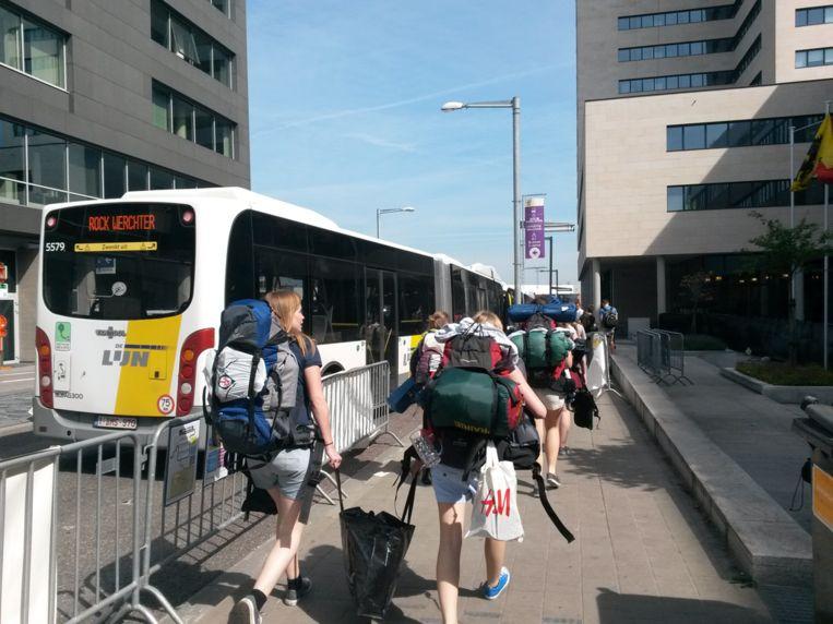 Gepakt en gezakt met de bus naar Rock Werchter: het openbaar vervoer in de regio gaat drukke tijden tegemoet. Beeld Astrid Snoeys