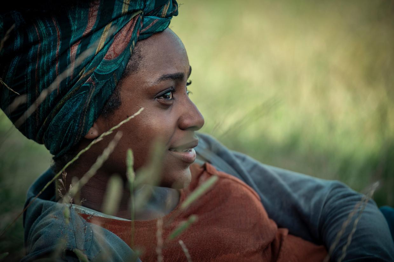 Simona Brown als Louise in 'Behind Her Eyes'. Beeld Nick Wall/NETFLIX © 2020