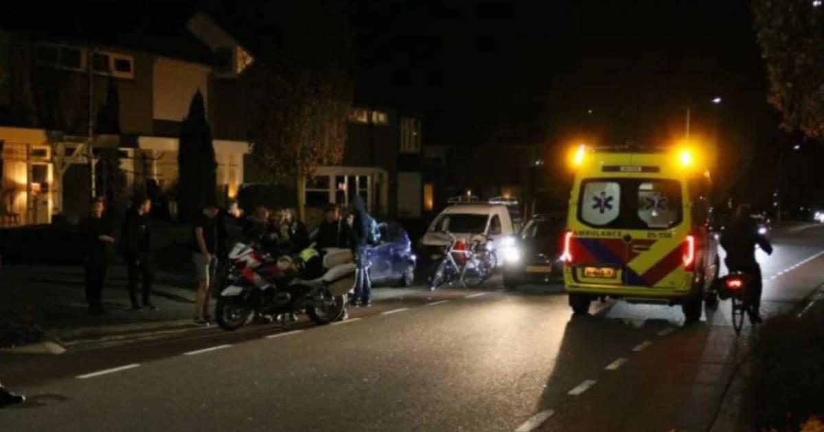 Meisje in Rijssen aangereden; bestuurder auto vlucht.
