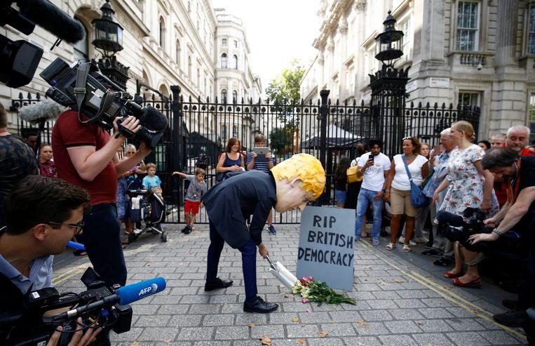 Een opvallende protestactie bij Downing Street vandaag. De kans op een no deal-brexit is nu veel groter.