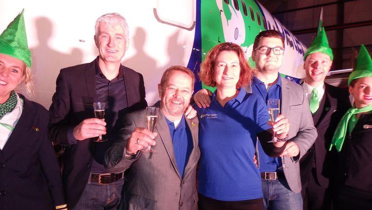 Transaviadirecteur Mattijs ten Brink en Wilco van Elk, Yvonne Remmits en Vanja Mlaco van de Peter Pan Vakantieclub. 'Je kunt jezelf zijn, je hoeft niets uit te leggen.' Beeld Schuim
