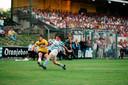 1993.  Peter Remie heeft met zijn rechtervoet weer een perfecte voorzet verzonden in de thuiswedstrijd tegen De Graafschap (2-1).