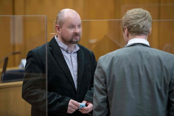 Markus Hartmann met zijn advocaat.