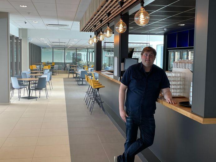 Jeffrey Baetens opent brasserie Barkedeine in het nieuwe zwembad van Oostende.