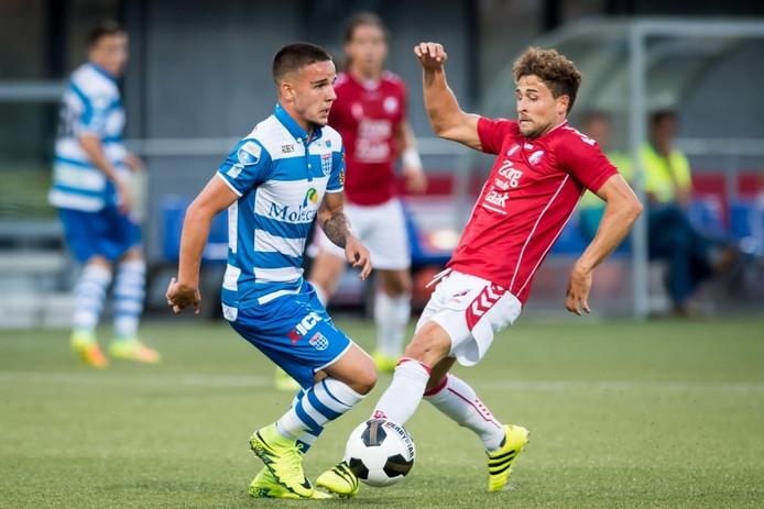 Calvin Verdonk in duel met FC Utrecht-speler Andreas Ludwig.