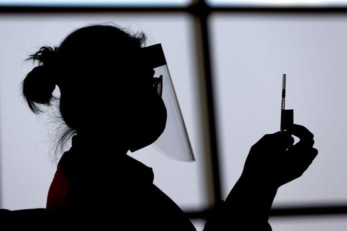 Australische verpleegster met een dosis van het Pfizer vaccin. Foto ter Illustratie.