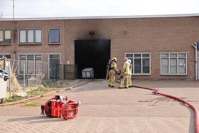 Opnieuw problemen in dit pand aan de 1e Industrieweg in Hattem. Deze keer geen feest of illegale sigaretten, maar brand.